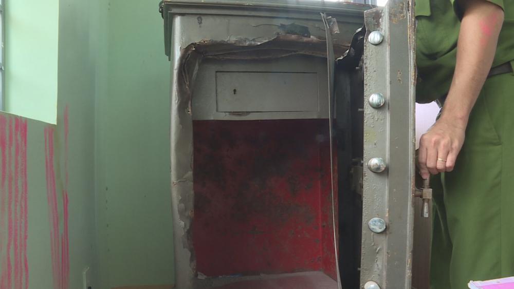 Bắc Giang: Thợ sửa ống nước phá két sắt trộm gần 40 triệu đồng